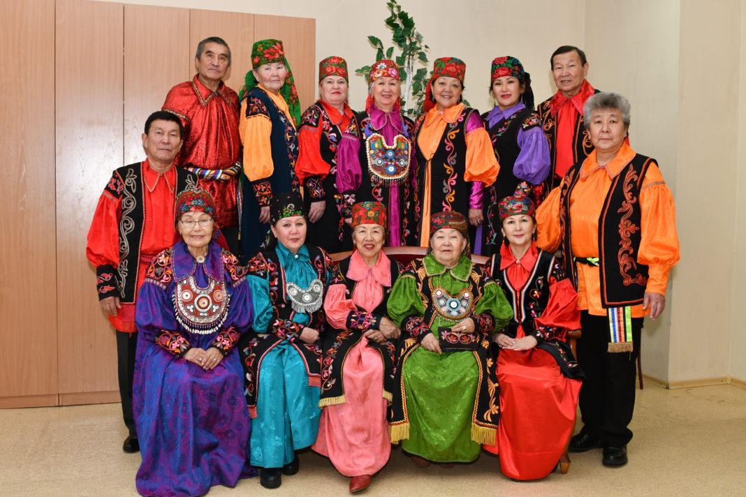 Артисты фольклорной хакасской студии «Чон кӧглерi»